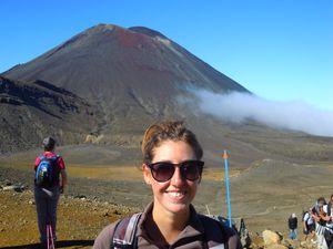 Nous avons donc ensuite traversé le desert alpin où nous avons pu admirer les paysages volcaniques qui s'offraient à nous! Petites pauses sur du plat avant de reprendre l'ascension pour le Mont Tangariro.