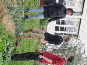 Jardinage collectif au jardin d'AIMA