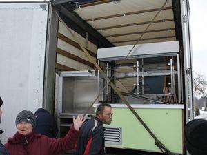 Les photos de déchargement du dernier camion, dans la commune de Riebini en Lettonie
