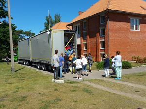AIMA charge son 97ème camion d'aide matérielle et médicale pour deux institutions de Pavilosta en Lettonie