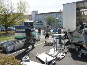 L'hôpital de Mont de Marsan donne à AIMA 200 m3 de matériel et literie médicalisé pour la Lituanie... ce sera les 99 et 100ème camions envoyés par AIMA