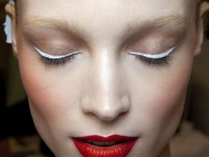Tendance eye-liner blanc, what???