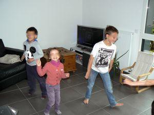 Et après, un petit jeu des statues musicales pour défouler tout le monde !!!