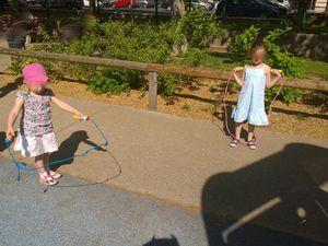 pour la corde à sauter, il faut être agile… n'est-ce pas Farrah ? &#x3B;)