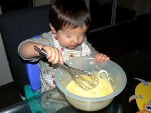 Préparation du gâteau, le matin, avec M. et E.