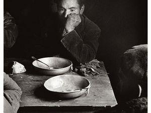 Dans l'ordre d'apparition : El pan a secas, Novillada en La Zarzuela (Cuenca), Vista del Rastro,. El charlatán I, Niños pidiendo limosna @Carlos Saura/Circulo del arte