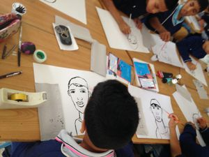 Rencontre et atelier à la médiathèque de l'Institut Français d'Agadir avec la classe de 5ème de l'école publique Soukaina Bent El Houssine.