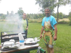 Sylvain, le chef cuisinier et son apprenti, Francis