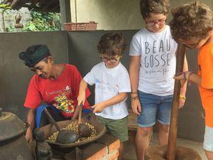 Les garçons ont préféré transformer du café que le déguster... ils n'étaient d'ailleurs plus trés propres quand nous les avons récupérés.