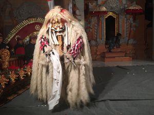 Le combat de Barong et Rangda (la reine démon)
