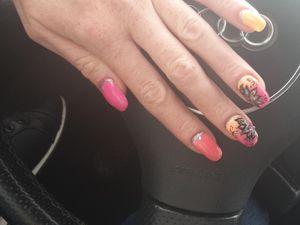 nail art rose et argent avec bijoux Chérie