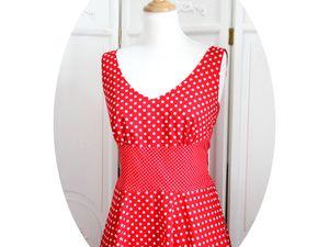 La robe Swing, version rouge a pois blancs