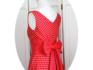 La robe Swing, version rouge a pois blancs