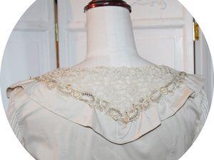 Le chemisier en popeline de coton et dentelle ancienne