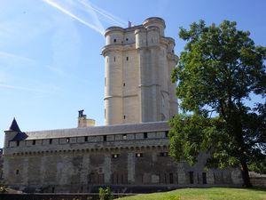 Le Chateau de Vincennes et la Sainte Chapelle construite en 1379 dans l'enceinte du chateau