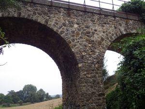 A Morainvilliers le petit viaduc de Morainvilliers qui a vu passer les trains de 1843 à 1948. La ligne reliait St Germain à Meulan