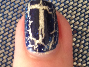Essie - Beyond cosy + OPI - Navy Shatter