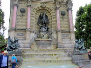 ~Fontaine de la Place Saint-Michel~