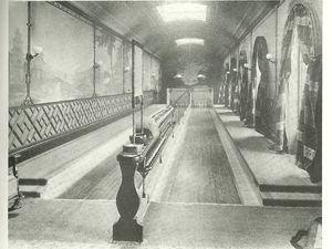 en Angleterre, (fin des années 1800) deux pistes 'royales' aujourd'hui quelque peu démodées, étaient installées au château de Sandringham /  La Brasserie Paul à Rouen