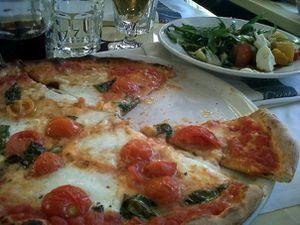Rome (Italie) spaghetti à la puttanesca, mozararella di buffala,  et patati et patata... Je pourrais y aller tous les mois tellement j'aime la gastronomie italienne...