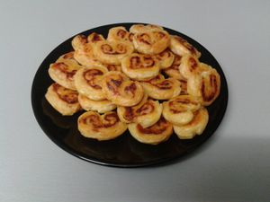 Palmiers tomate origan fromage.