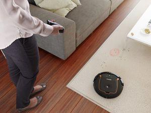 L'aspirateur robot SmartPro Active FC8820 par Philips