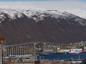 La cathédrale et, de retour sur les hauteurs de Tromsø visite de la haute ville où il y a de nombreuses et belles maisons.