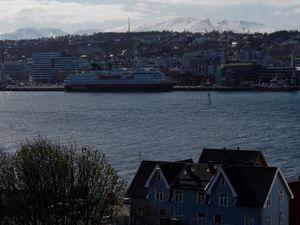 Tromsø, le port, le MS Nordkapp et la cathédrale vus du pont