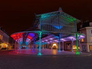 La halle du marché, de toutes les couleurs, place Billard