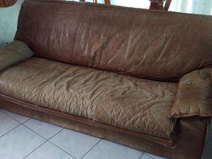 Canapé 3 places - Canapé 2 places - Fauteuil  Le tout en cuir mais malheureusement il a vécu déjà une bonne trentaine d'années.  Besoin d'un rafraîchissement.  Alors voila le résultat.