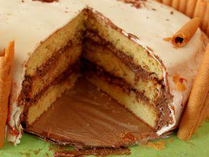 1er photo: gateau au chocolat avec mousse au chocolat blanc     2eme photo gateau au yaourt avec mousse au caramel