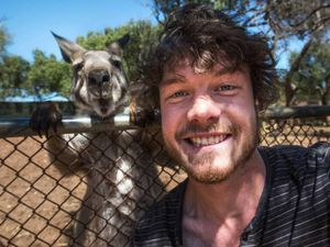 Allan Dixon, l'homme qui fait des selfies avec des animaux.