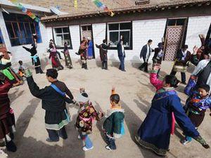 Le Nouvel An Tibétain, Lhosar, les lamas en grande tenue, Tibet