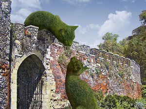 Sculptures de chats surréalistes, Richard Saunders, Beaconsfield, Angleterre
