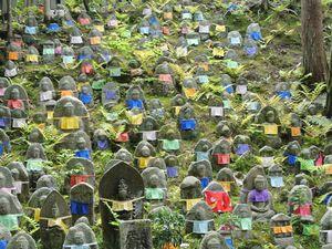 Les Statues de Jizô, le temple Zojoji, Japon