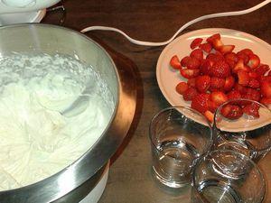 Verrines de fraises à la chantilly vanillée