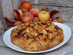 Tarte rustique aux pommes et noix