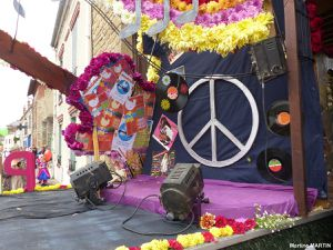 Charivari à Cergy Village 2016 / Char Peace and love