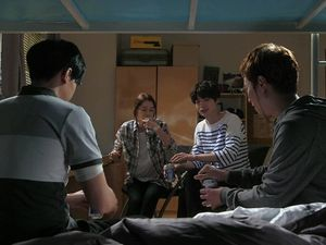 [Cernes sur petit écran] You're All Surrounded (+ Woobie tout nu)