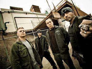biohazard, un groupe de hardcore metal américain reconnu comme l'un des premiers groupes à fusionner hardcore et metal avec des éléments de rap