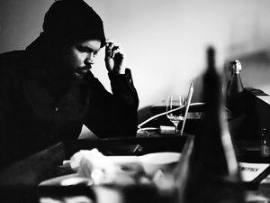 prefuse 73, de son vrai nom guillermo scott herren compositeur de musique électronique et de hip-hop