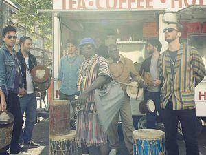 jesse hackett, un musicien anglais souvent croisé dans les projets africains de damon albarn