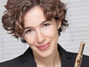 juliette hurel, une grande flûtiste française qui occupe le poste de flûte solo de l'orchestre philarmonique de rotterdam