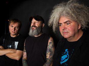 the melvins, un groupe de heavy-metal américain qui se produit sous la forme d'un trio