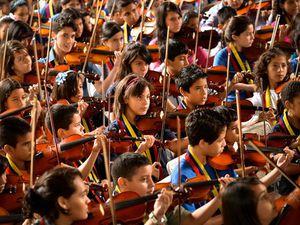 el sistema, un programme d'éducation musicale développé au venezuela et financé notamment par des fonds publics