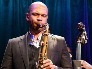walter smith III, un saxophoniste californien membre régulier des groupes du trompettiste ambrose akinmusire, du batteur eric harland