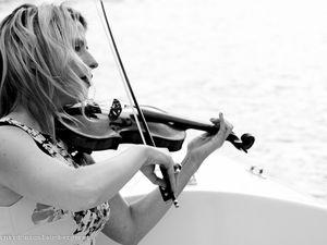 estelle goldfarb, une violoniste belge virtuose pour un langage musical teinté de klezmer, d'orient, d'énergie rock, d'improvisation jazz et de sens du groove