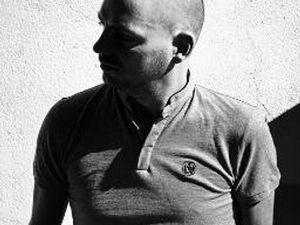llorca, un compositeur de musique électronique français, des sets où se mélangent house, funk et deep techno