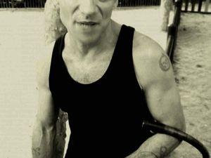 juan rozoff, un auteur-compositeur-interprète de funk français qui fut le pionnier dans les années 1990 de la nouvelle scène groove parisienne