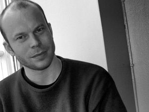 christian wallumrod, un pianiste de jazz et compositeur norvégien qui a travaillé avec le pianiste paul bley et john cage ou györgy kurtag